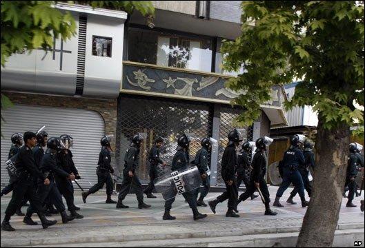 riot police prepare